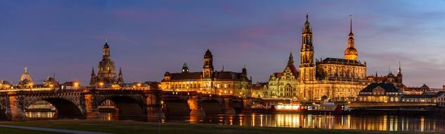 Panorama Altstadt Dresden in der Abenddmmerung - Canalettoblick