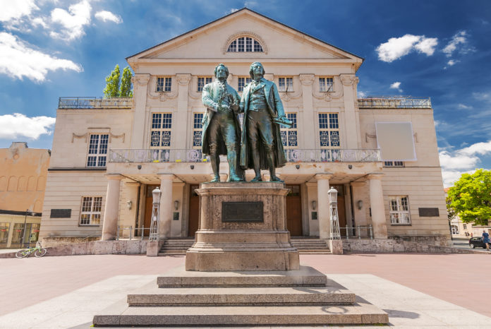 Deutsches Nationaltheater mit Goethe und Schiller in Weimar, Thüringen
