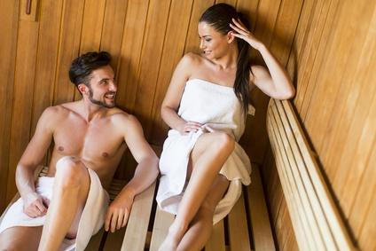 in der Sauna schwitzen