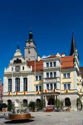 Rathaus in Ingolstadt bei blauen Himmel