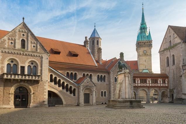 Medival Burgplatz mit Braunschweiger Löwe, Burg Dankwarderode, Braunschweig