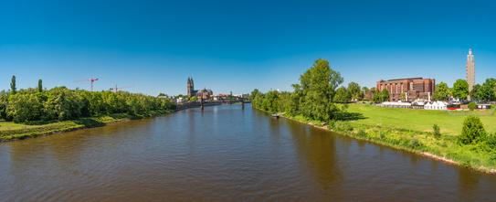 Panoram der Elbe in Magdeburg