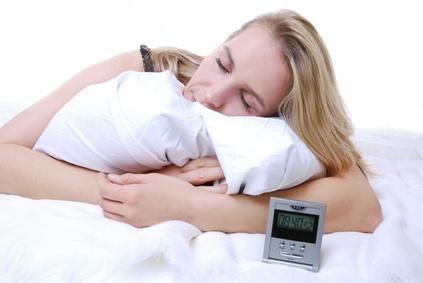 Genug Schlafen gegen Augenringe