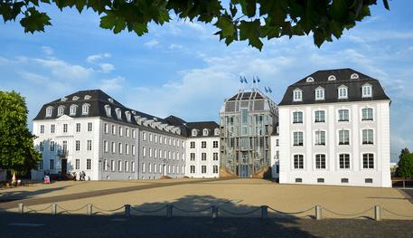 Saarbrücken Barock-Schloss im Sommer